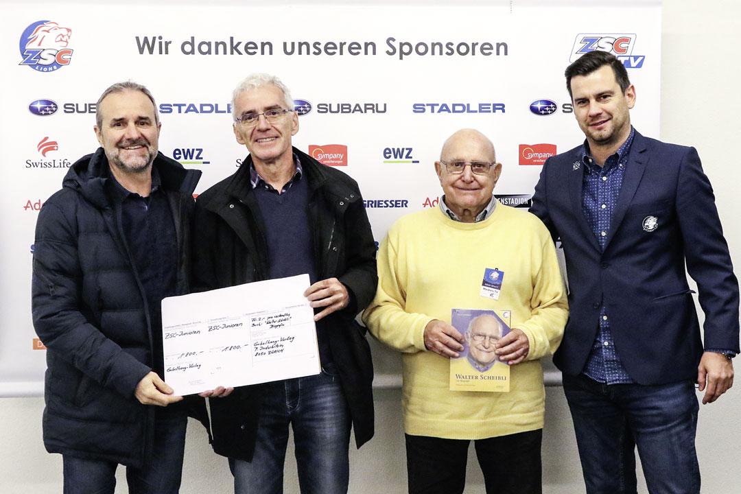 Sergio Soguel (ZSC Nachwuchs), Autor Peter Inderbitzin, Walter Scheibli, Roger Gemperle (ZSC Marketing)